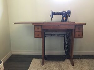 Vintage Singer Sewing table and machine