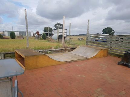 Half-pipe / Skate ramp