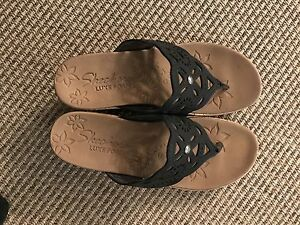 Skechers luxe Foam wedge sandals  new AVAILABLE is still posted