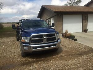 2010 Dodge Ram 3500 with dew Eze bale deck