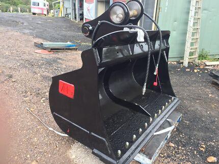 Excavator tilt buckets AR Equipment 8 12 and 20ton in stock