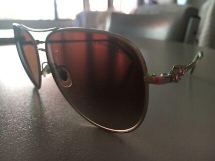 bc0d332cdc78 Selling my Tiffany Cobblestone Aviator Sunglasses