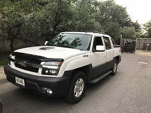 2004 Avalanche MINT CONDITION low kms!!!