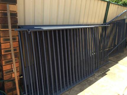POOL FENCING - MOUNTAIN BLUE Eight Mile Plains Brisbane South West Preview