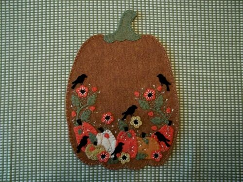 Primitive Pumpkins/Crows/Orange sunflowers for Fall Candle Mat