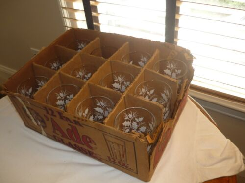VINTAGE SET OF 12 DRINKING GLASSES BY FEDERAL-