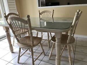 Solid wood table with 6 chairs and extension