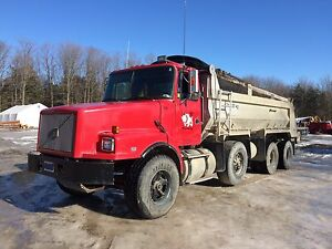 1996 Volvo 3 axle dump truck FOR SALE.