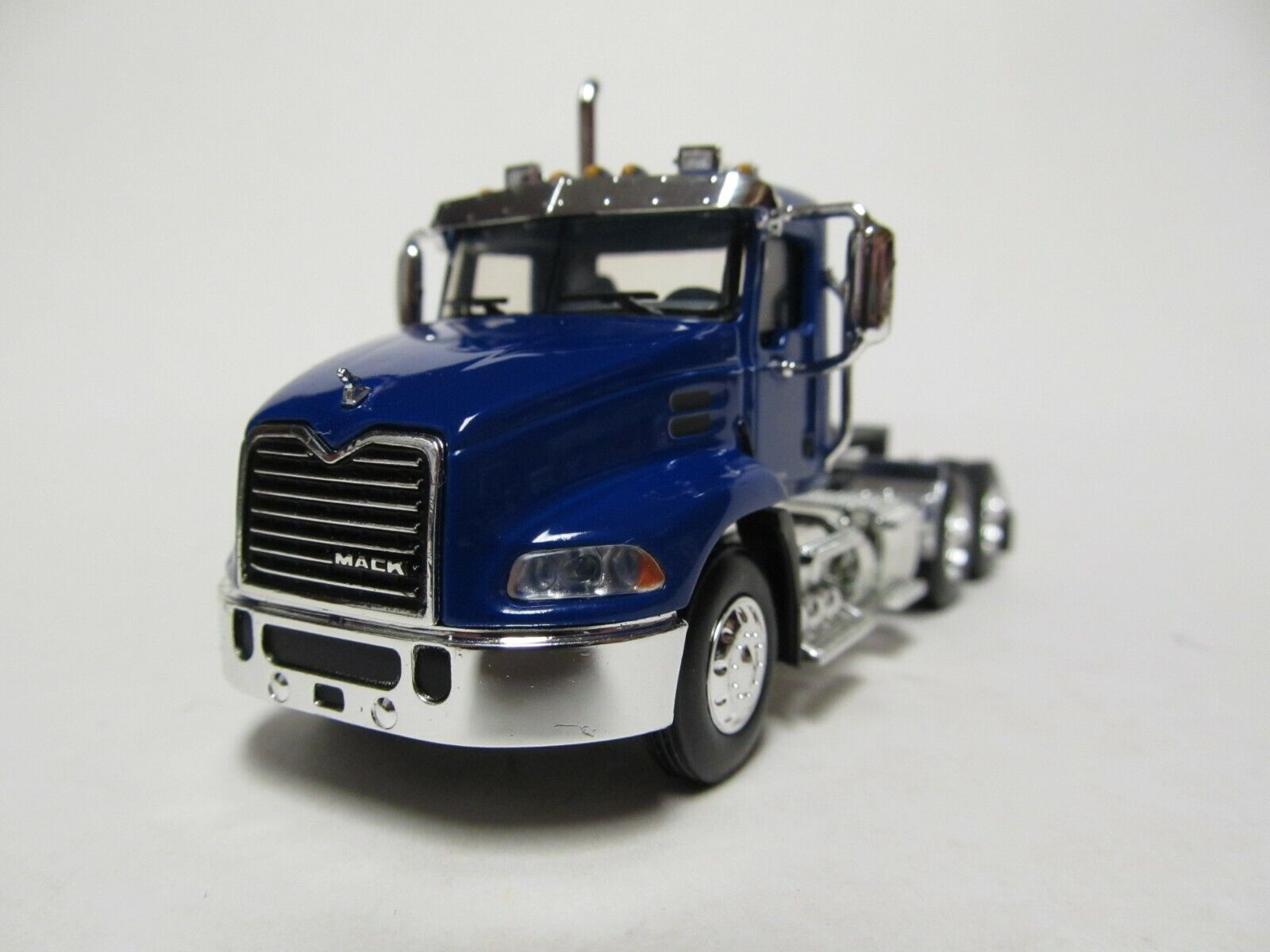FIRST GEAR / DCP 1/64 SCALE  MACK PINNACLE DAY CAB, BLUE, BLACK FRAME