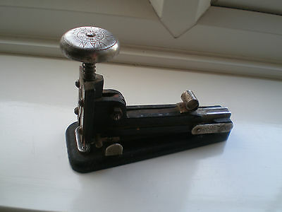 AWESOME Vintage 1940's INDUSTRIAL, VANGUARD No4 STAPLER. DISPLAY, WORKS a treat.