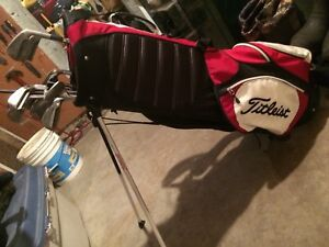 Titleist Canadian designed golf bag