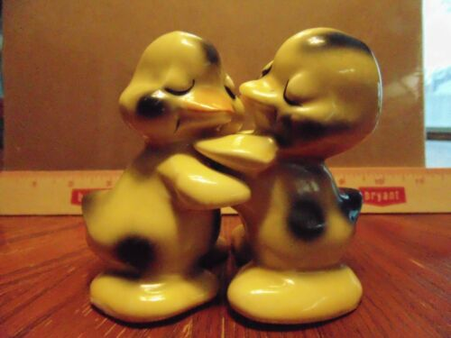 Vintage Van Tellengen Cute Yellow Ducks Salt and Pepper Set
