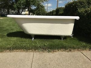 REDUCED!!!Acrylic Fibreglass  ClawFoot tub