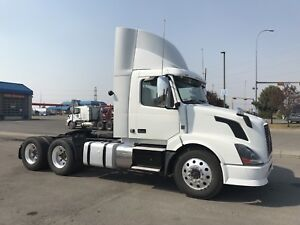 2013 VOLVO 300 DAY CAB - 390,000 KMS - AUTO - MINT!!!!!!