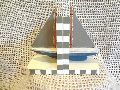 WOOD NAUTICAL STYLE BOOKENDS BOOK HOLDER SAILBOAT TABLE HOME BEACH DECOR