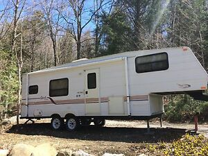 "Fifth wheel 25"" 2001"