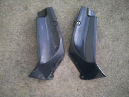 Yamaha R1 98 99 00 01 Genuine a pair top fairing infills.