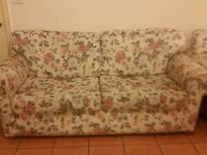 5 seater sofa for free Glenroy Moreland Area Preview