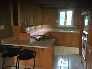 Armoire de cuisine en chêne.