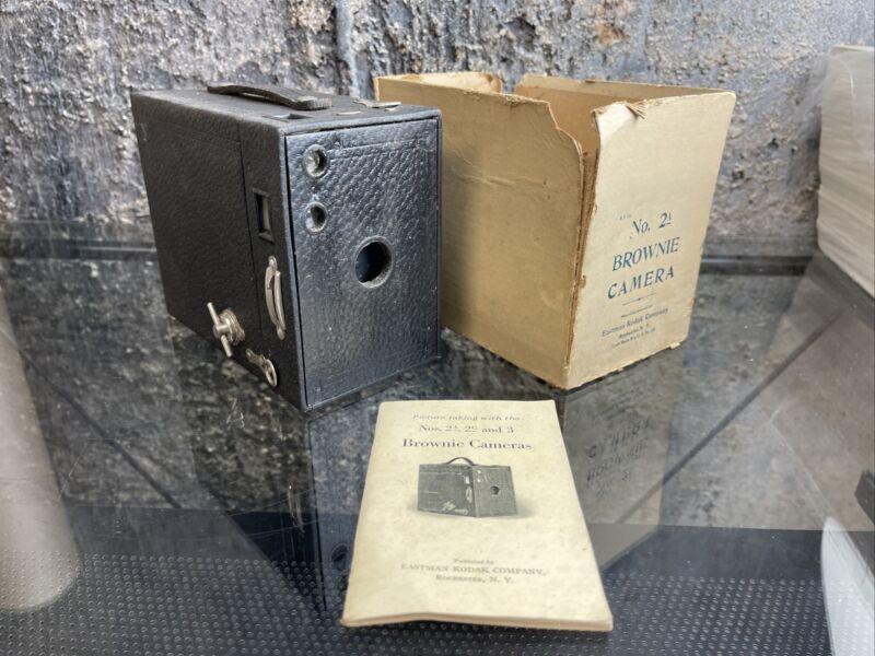 VINTAGE ANTIQUE KODAK NO.2A MODEL BROWNIE BOX CAMERA PATENTS 1897, 1899, 1909