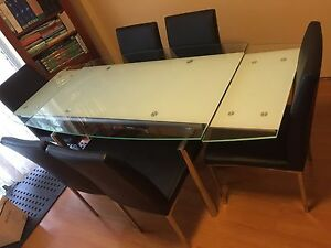 Extendable dinning table with chairs excellent condition Chatswood Willoughby Area Preview