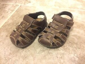 Sandels toddler size 4W
