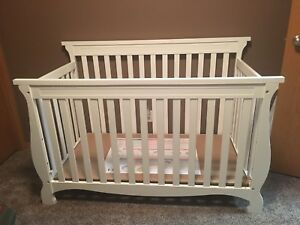 StorkCraft 4-in1 Convertible Crib