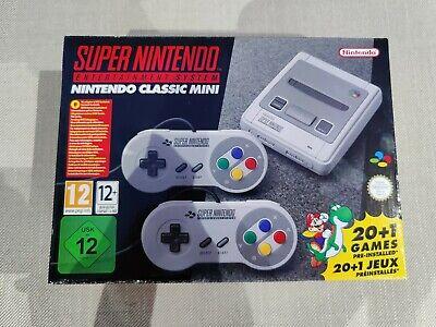 Super Nintendo Classic Mini: Super Entertainment System e 2 Controller. Nuovo.