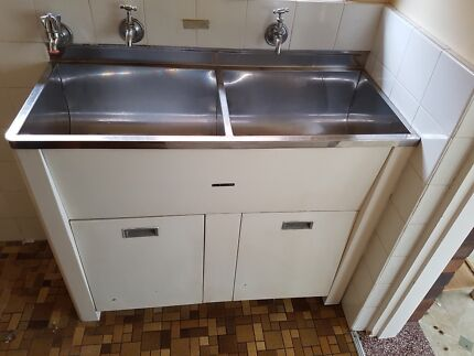 Malleys Double sink laundry tub