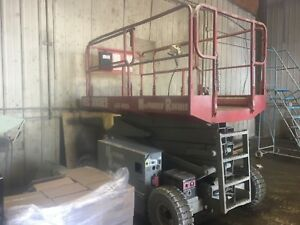 "Electric scissor lift ""MEC 3068ES"""