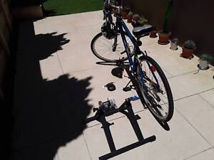Giant Mens Hybrid Bicycle & Resistance Trainer