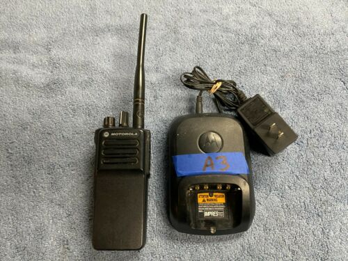 (LotA3) Pre-Owned Motorola XPR 7350e Two Way Radio VHF AAH56JDC9WA1AN w/ Charger