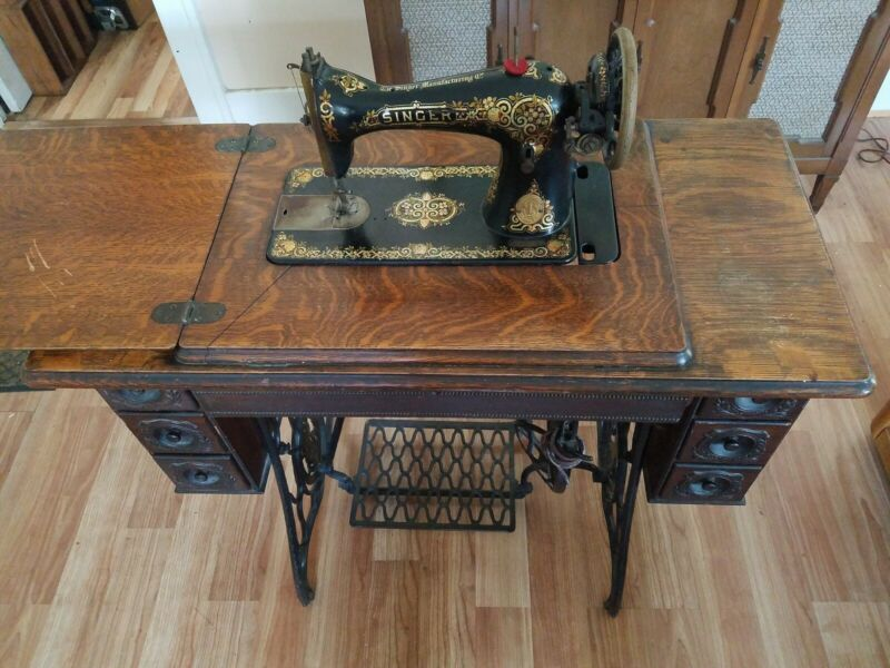 Antique singer Sewing Machine Old Vintage Treadle 7 wooden Drawers Cabinet