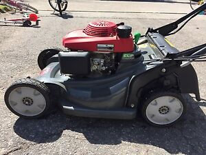 Honda HRX217 tondeuse / lawn mower / lawnmower