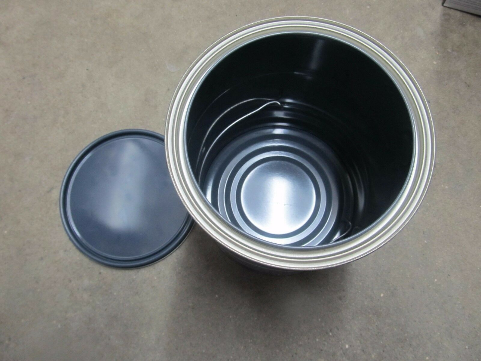 EMPTY 1 GALLON PAINT CAN with LID  and Handle #LGAL NEW