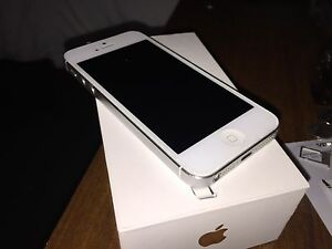 FACTORY UNLOCKED IPHONE 5 with BOX