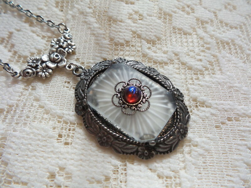 """HANDMADE VINTAGE SUNRAY CRYSTAL FROSTED CAMPHOR GLASS NECKLACE 20"""" (DB)"""