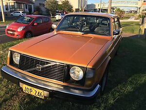 Volvo 1975 244DL Gateshead Lake Macquarie Area Preview
