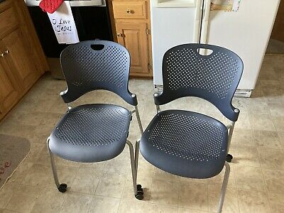 2 Herman Miller Caper Stacking Chairs With Rollers Made In Usa 2006