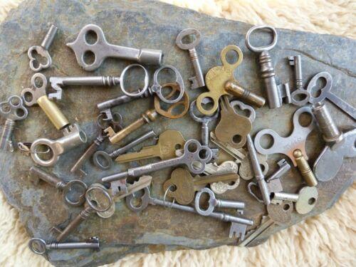 30 Assorted Antique Keys  Furniture Padlock  Skeleton  Cabinet  Mortise   Clock