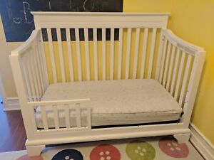 Baby Crib with mattress. Convertable to bed
