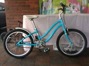 GIRL GIANT BIKE IN VERY GOOD CONDITION