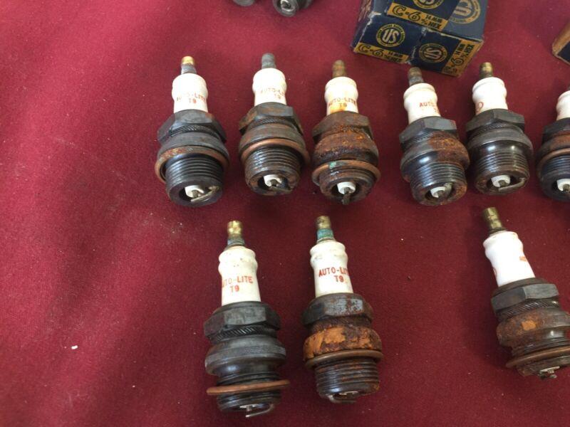 20pc Antique spark plug lot (US, Titan, Champion, Auto-Lite)