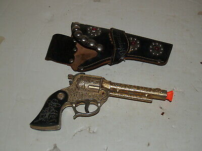 Vintage Wyandotte Hopalong Cassidy Gold Toy Cap Gun with Holster
