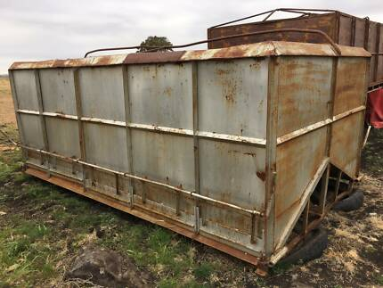 Side delivery truck grain bin/wheat bin/silo