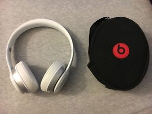 White Beats by Dre Solo 2 Wired Headphones