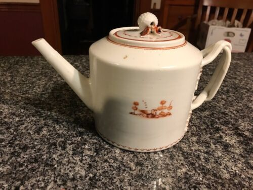 LOVELY LATE 18TH, EARLY 19TH CENTURY CHINESE EXPORT PORCELAIN TEAPOT, DISPLAY