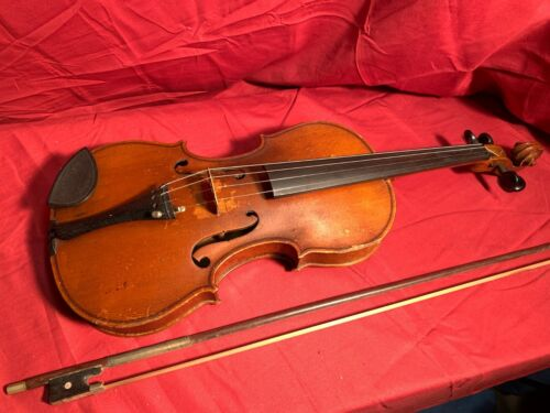 EARLY 20th CENTURY 4/4 VIOLIN IN NICE PLAYABLE CONDITION  with bow and case
