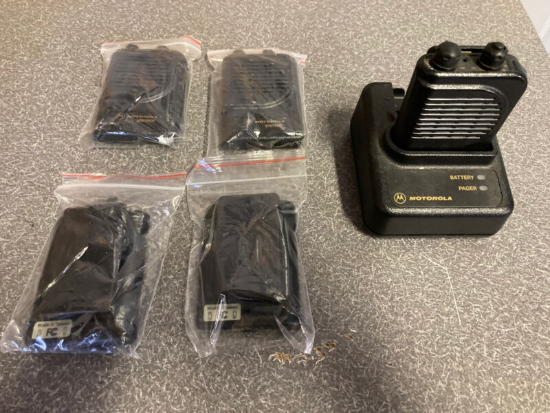 Motorola Minitor 3 Minitor III Pager A03YMS9238BC Charger VHF Package 154.250