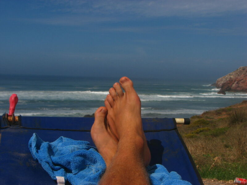 Aus der Hängematte den Blick auf das Meer genießen
